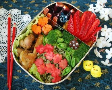 bento, boite, repas, nourriture, carnet, japonais, japon, soci�t�, civilisation, gamelle, riz, prune, bo�te � bento, bento&co, famille, souvenir, l`heure du bento, abe satoru, naomi satoru, d�jeuner