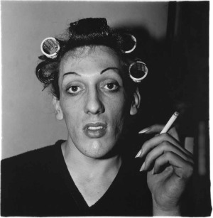 diane arbus, diane, arbus, photographie, exposition, r�trospective, jeu de paume, mus�e, photo, interview, portrait, biographie, analyse, style, photos, �trange, bizarre, freaks, trisomique, handicap