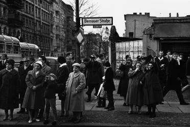 Berlin, C O, Don McCullin, the impossible peace, guerre, photographie, mur de Berlin, soldats, Nigeria, famine, Biafra, occupation, rétrospective, photoreporter, photoreportage, paysage, pauvreté