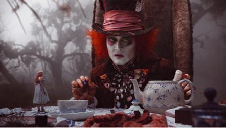 Alice au pays des merveilles, tim burton, burton, alice in wonderland, johnny depp, helena bonham carter, anne hathaway, avril lavigne, film, charlie et la chocolaterie, adaptation, lewis carroll, dos