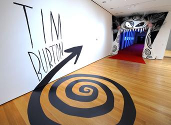 tim burton, burton, dossier, exposition, moma, exhibition, new york, rétrospective, dessin, cinéma, biographie, parcours, manuscrits, croquis, originaux, original, focus,
