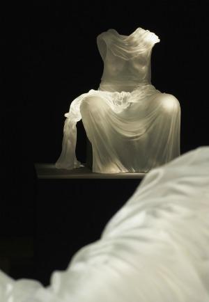 karen lamonte, karen, lamonte, seated impression, réflexions féminines, réflexions, féminines, sculpture, verre, musée, musée du verre, sculptures, biographie, portrait, interview, rétrospective