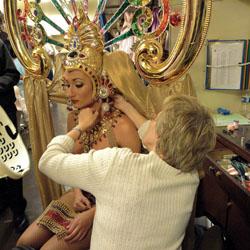 lido, champs-elysées, reportage, coulisses, spectacle, cabaret, nu, revue, revue bonheur, filles, bluebell, bluebell girls, topless, seins nus