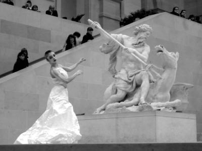 Carolyn Carlson, Larrio Ekson, Louvre, CNSMDP, Conservatoire, danse, création, chorégraphie, mouvements pétrifiés, Nocturnes du vendredi, Cour Marly, sculptures, marbres, Chevaux de Marly