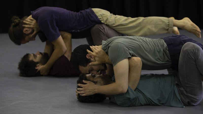 danse, adi boutrous, theatre de la ville, identite, israel, Ariel Gelbart, Jeremy Alberge, Uri Dricker, chorégraphie, corps social, maculinité, alterite, rencontre