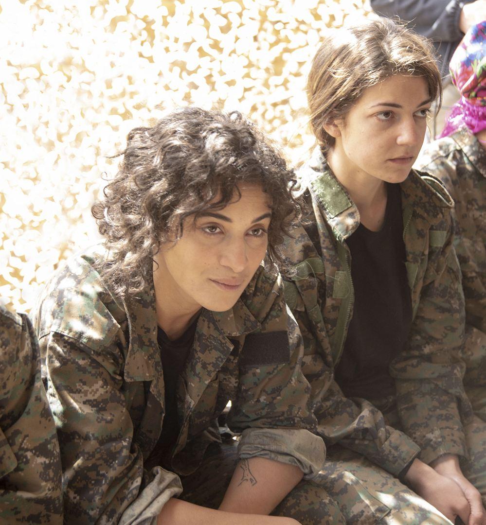 caroline fourest, cinema, soeurs d`armes, yezidie, kurde, combat, femmes, féminisme, daech, guerre, résistance, esclavage, apocalypse, sacré, amira casar, camilia jordana, dilan gwyn, maya sansa